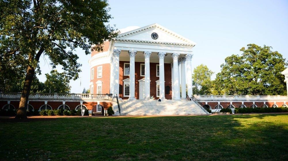 El presidente Ryan dijo que la universidad considerará implementar regulaciones adicionales sobre los letreros de los residentes del Lawn antes del próximo año académico y antes de que la siguiente clase de estudiantes se mude al Lawn.