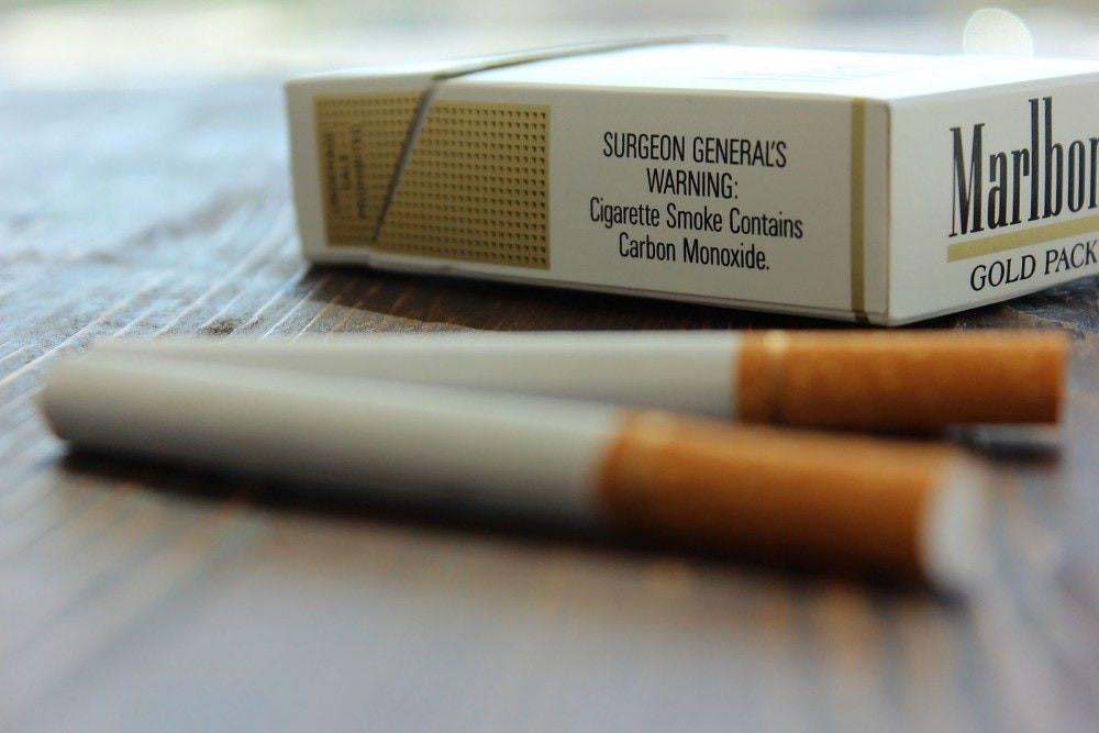 Recientemente la legislatura de Virginia elevó la edad legal de los 18 a los 21 años para comprar tabaco, nicotina y todo productos para vapear.