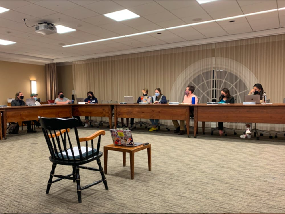 Honor Committee members discuss the viability of the informed retraction alongside Constitutional changes during Sunday night meeting.