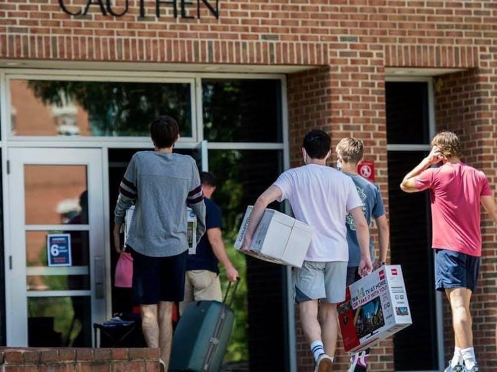 学校的高级领导团队于8月28日宣布,他们将尽一切努力迎接学生回到校园,并恢复线下面授课程。