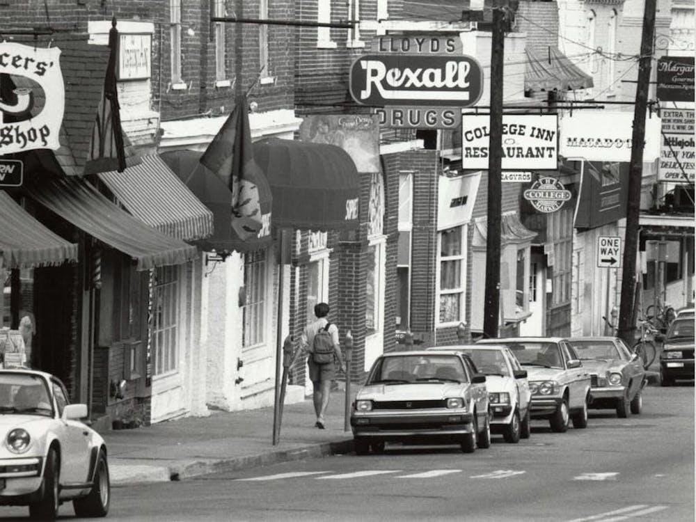 Pocos de los negocios originales del Corner siguen allí, y mientras que algunos han sido reemplazados por otros negocios locales, varios ahora son cadenas de restaurantes.
