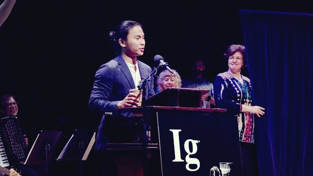 <p>Jiwon Jesse Han explaining his research results at the ceremony where he accepted his Ig Nobel Prize award.&nbsp;</p>