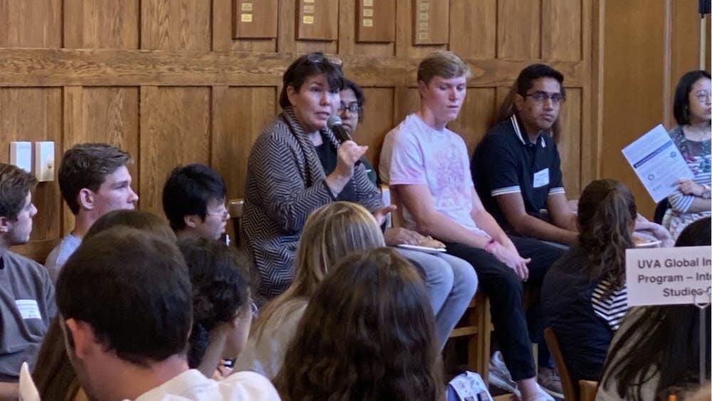 分享会成员讨论了选择海外留学体验的好处