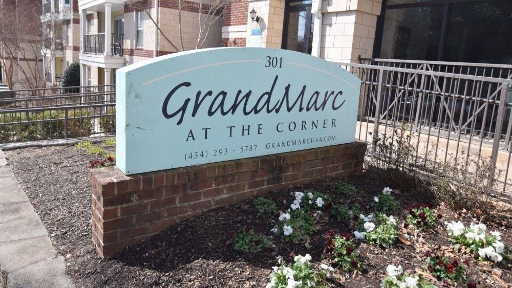 Los bomberos respondieron a un incendio eléctrico y una tubería rota que sucedieron cuando se rompió la cabeza de un irrigador en un departamento en GrandMarc después de que un estudiante de la Universidad le ató un altavoz.