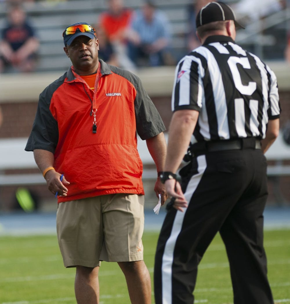 <p>Virginia football coach Mike London is known for splitting snaps between two quarterbacks. Columnist Matthew Comey argues that it's time to change that.</p>