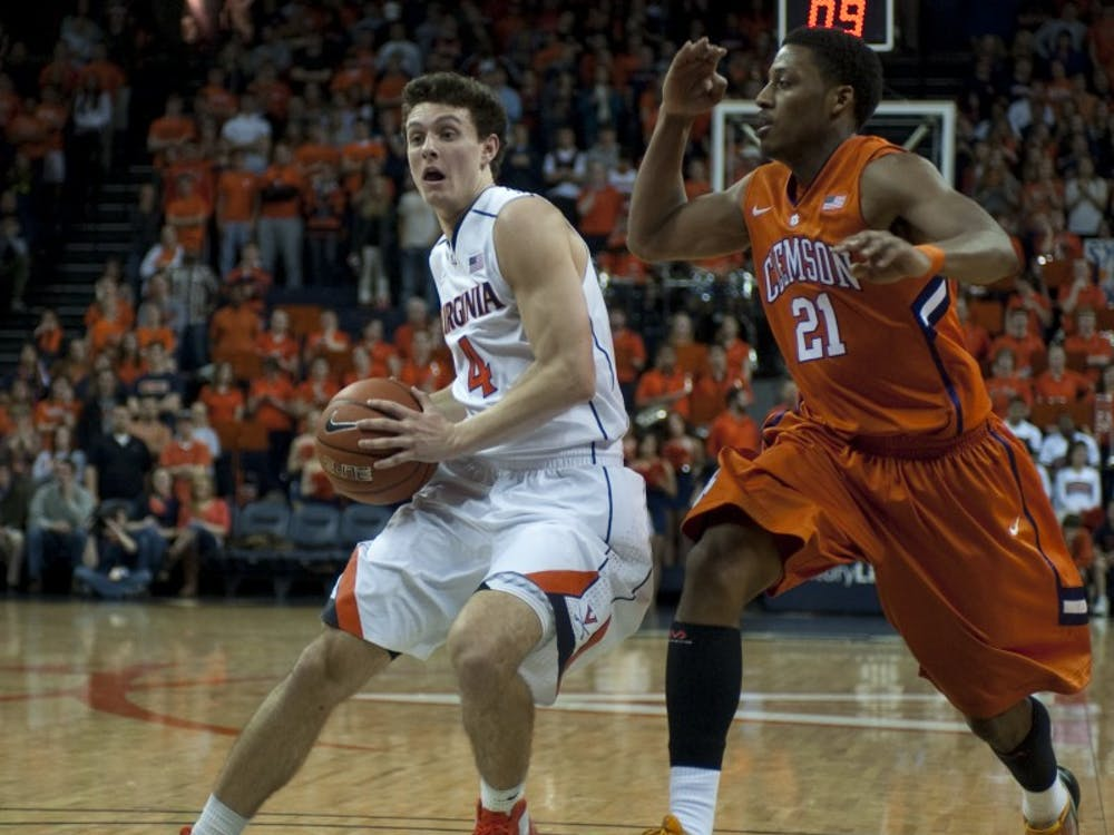 Blow out win by the men's basketball team, who have won 13 games in a row at John Paul Jones Arena. The Wahoos defeated the Clemson Tigers 78-41