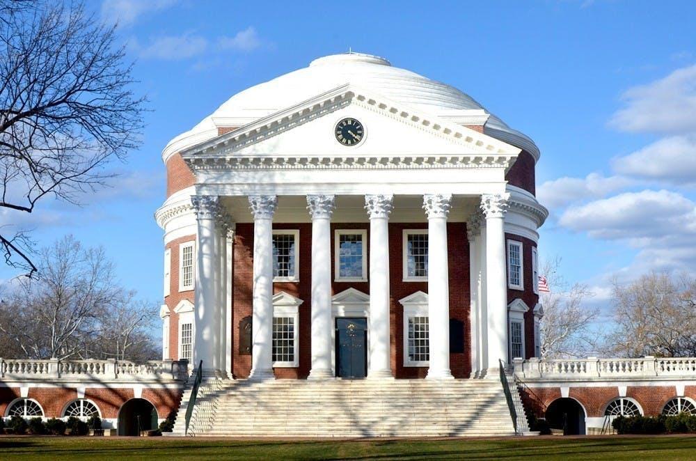 Estados Unidos alega que entre el 2009 y el 2017, la Universidad usó dinero de fondos federales para comprar ciertas entidades por un descuento o reembolso pero no devolvió el valor de esos ahorros al gobierno federal.