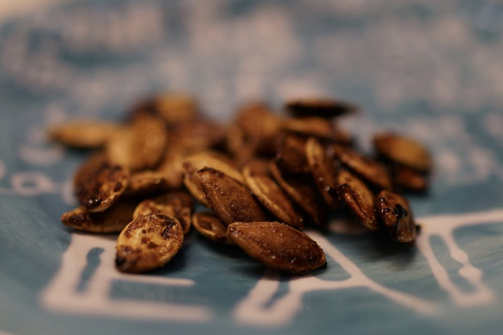<p>Roasted pumpkin seeds are easy to make, and they can be the perfect snack for second-round midterm cramming.&nbsp;</p>