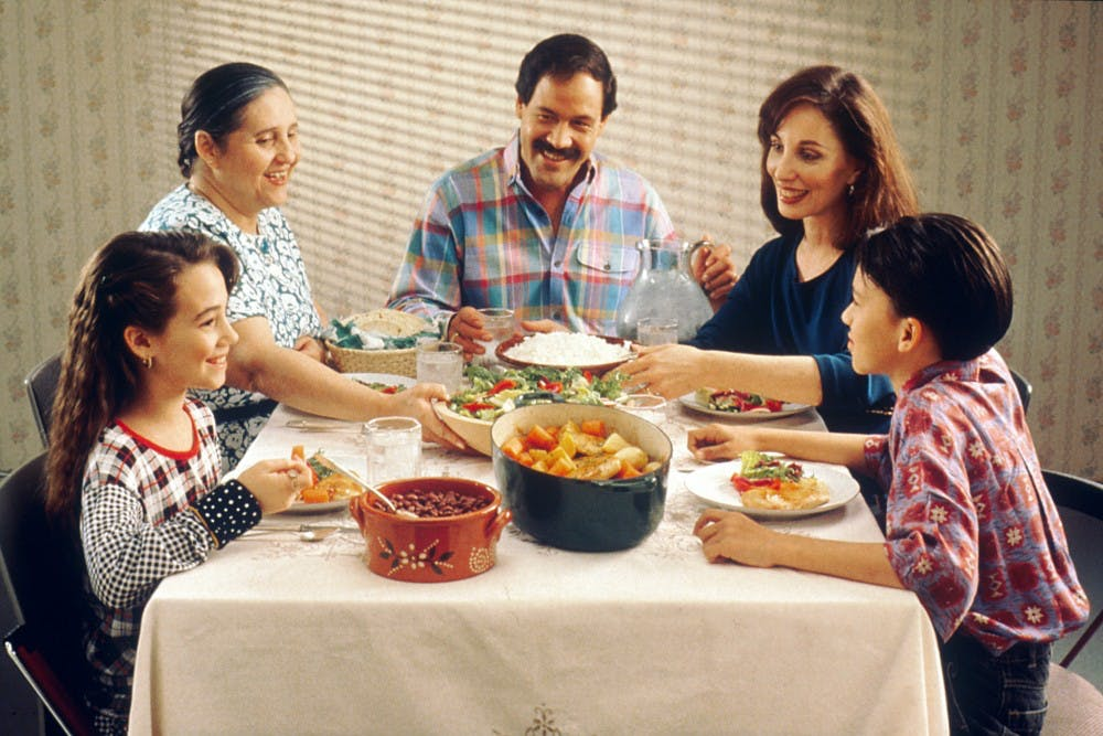 Family_eating_meal