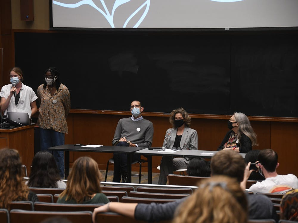 The event featured a panel discussion of professors, as well as presentations from student leaders who highlighted the connection between divesting from fossil fuels and environmental justice.