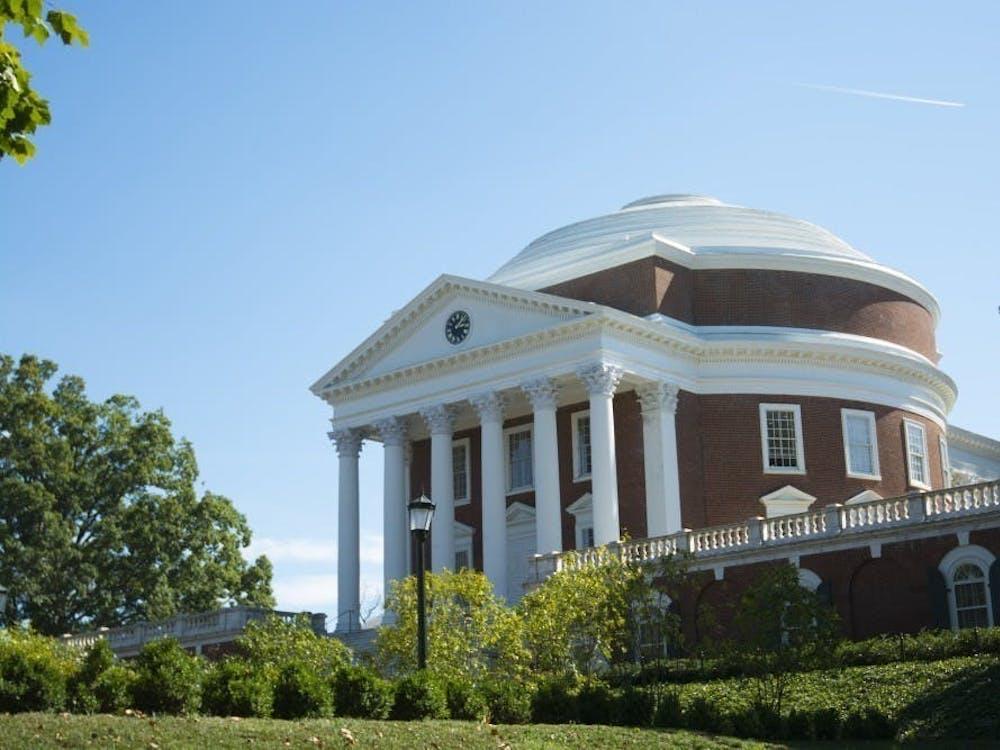 这一决定是紧接着弗吉尼亚州州长 Ralph Northam 周一发布的居家隔离要求后做出的