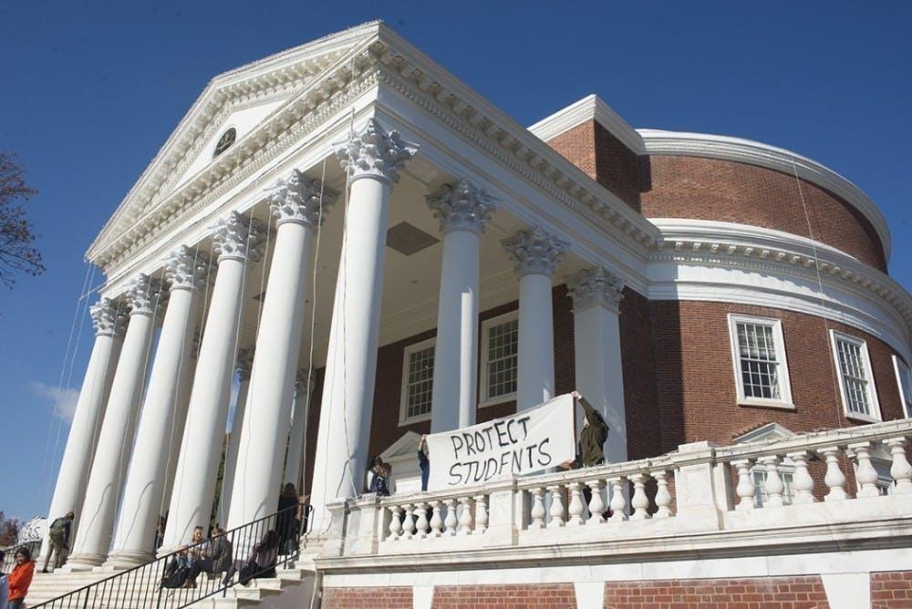 La Universidad está evaluando los costos y beneficios de ampliar el acceso a más estudiantes de DACA y a estudiantes indocumentados tras la aprobación de una nueva legislación en Virginia.