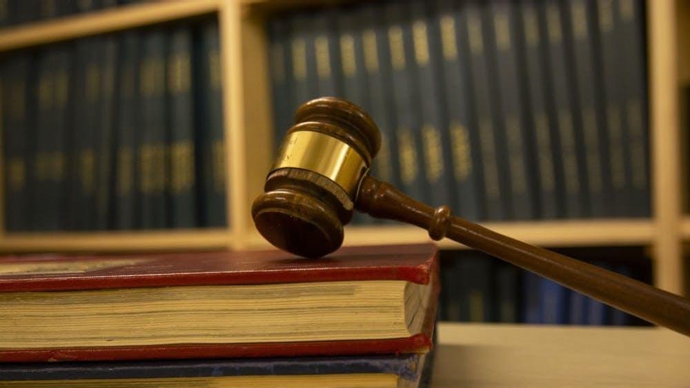 Los representantes en la reunión del 5 de abril remarcaron que los desalojos se detienen hasta el 26 de abril bajo una orden de la Suprema Corte de Virginia.