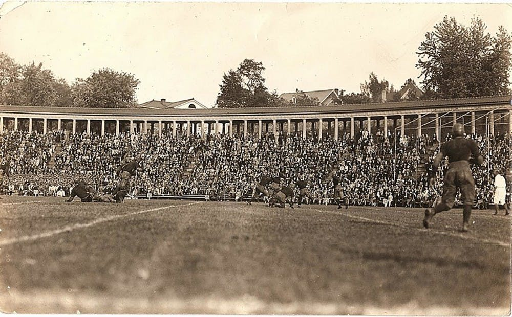 800px-uva-1913-game-in-front-of-lambeth-clonnades