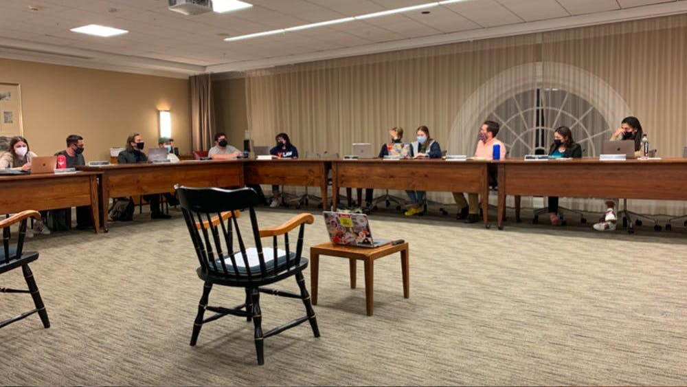 Los miembros del Comité de Honor discutieron la viabilidad de la retracción informada junto a otros cambios Constitucionales durante su junta del domingo en la noche