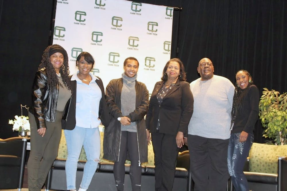 <p>From left to right: Terri Berry, Naytarsha Carrero-Berry, BreAnn White, Raynetta Manees, Alex Kimbrough, Monique Bryant. Photo by Ayanna Hunt.</p>