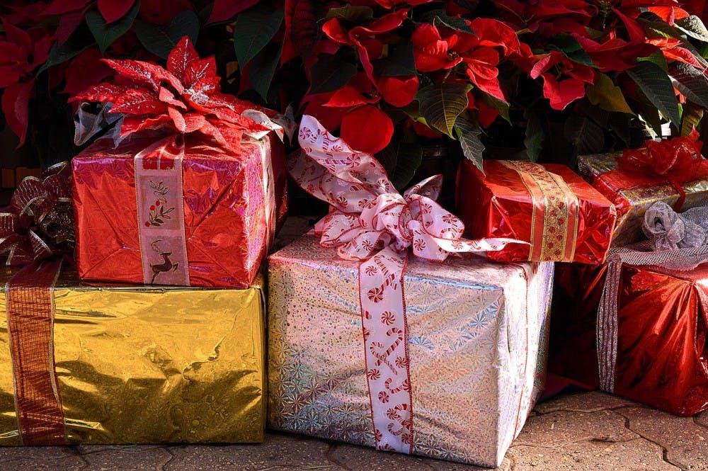 Gifts-Christmas-Presents-Holiday-Festive-1898550.jpg