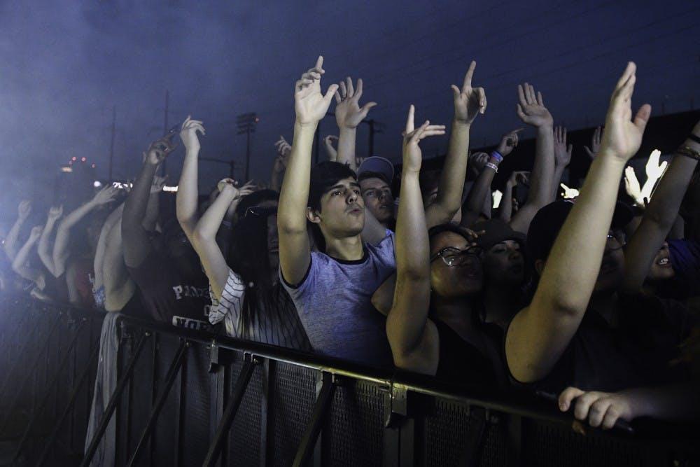 Fling_Crowd.jpg