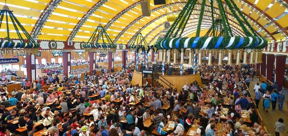 1600px-München,_Löwenbräu-Festhalle,_Oktoberfest_2012_(03)-1.jpg
