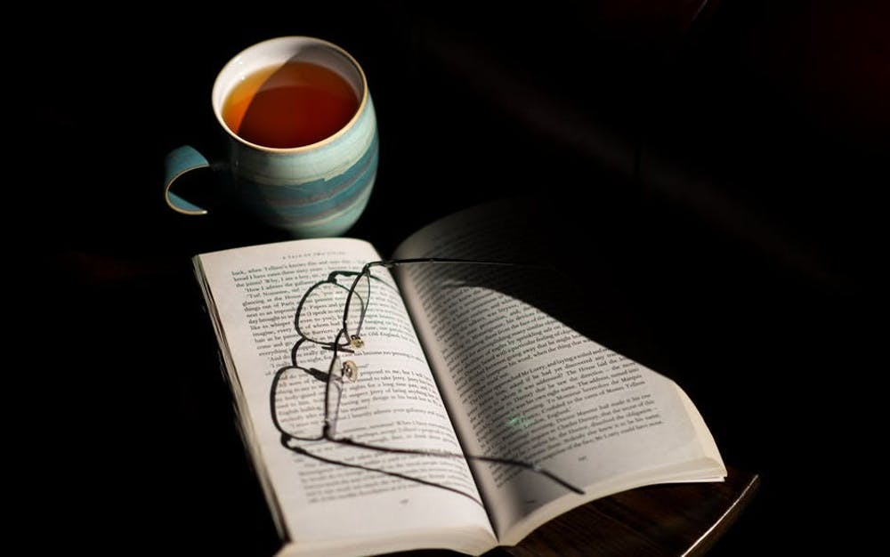 cup-of-tea-book-table-reading-159788.jpg
