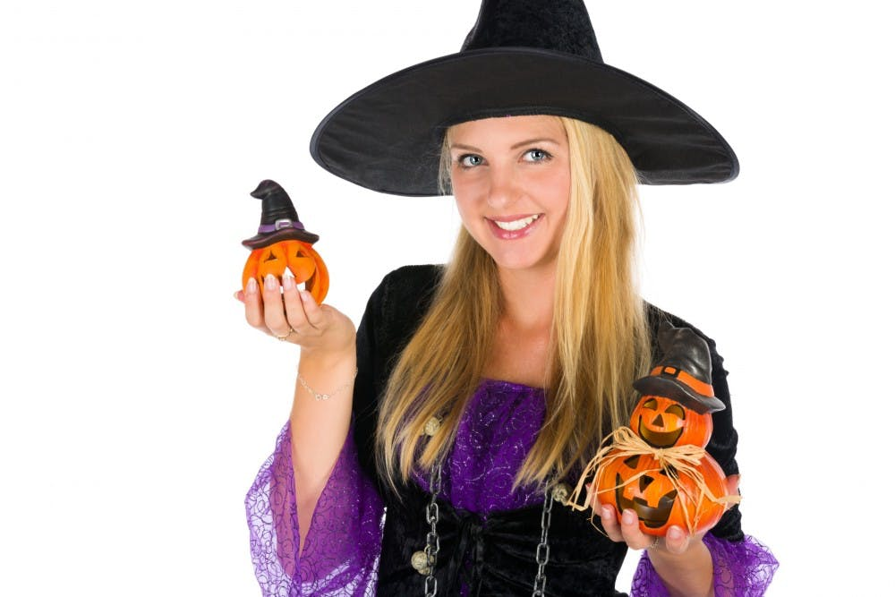 halloween-witch-woman-1473403125ytu.jpg