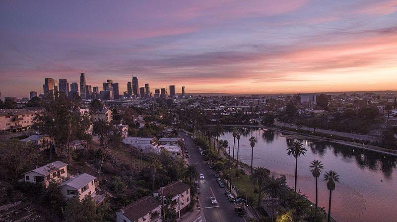 Echo_Park_Lake_with_Downtown_Los_Angeles_Skyline.jpg
