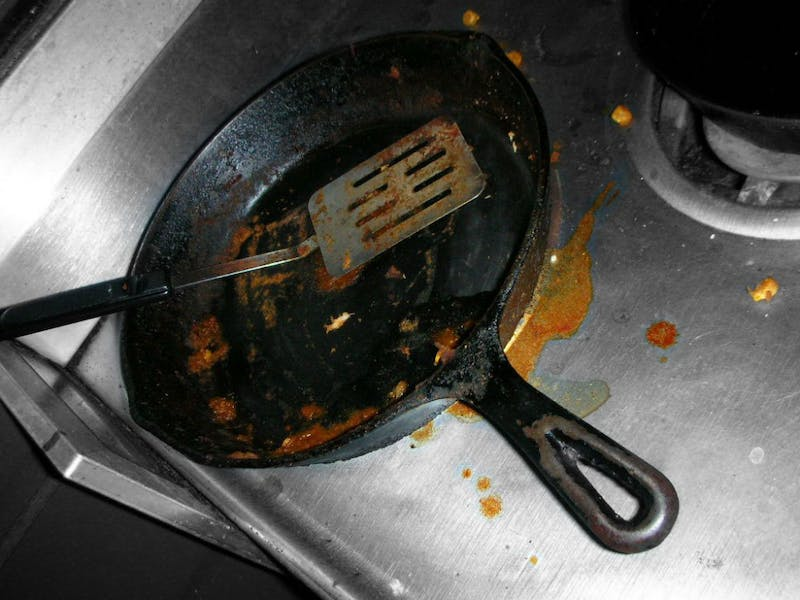 Thoughtful Roommate Leaves Dirty Pan Out for Next User