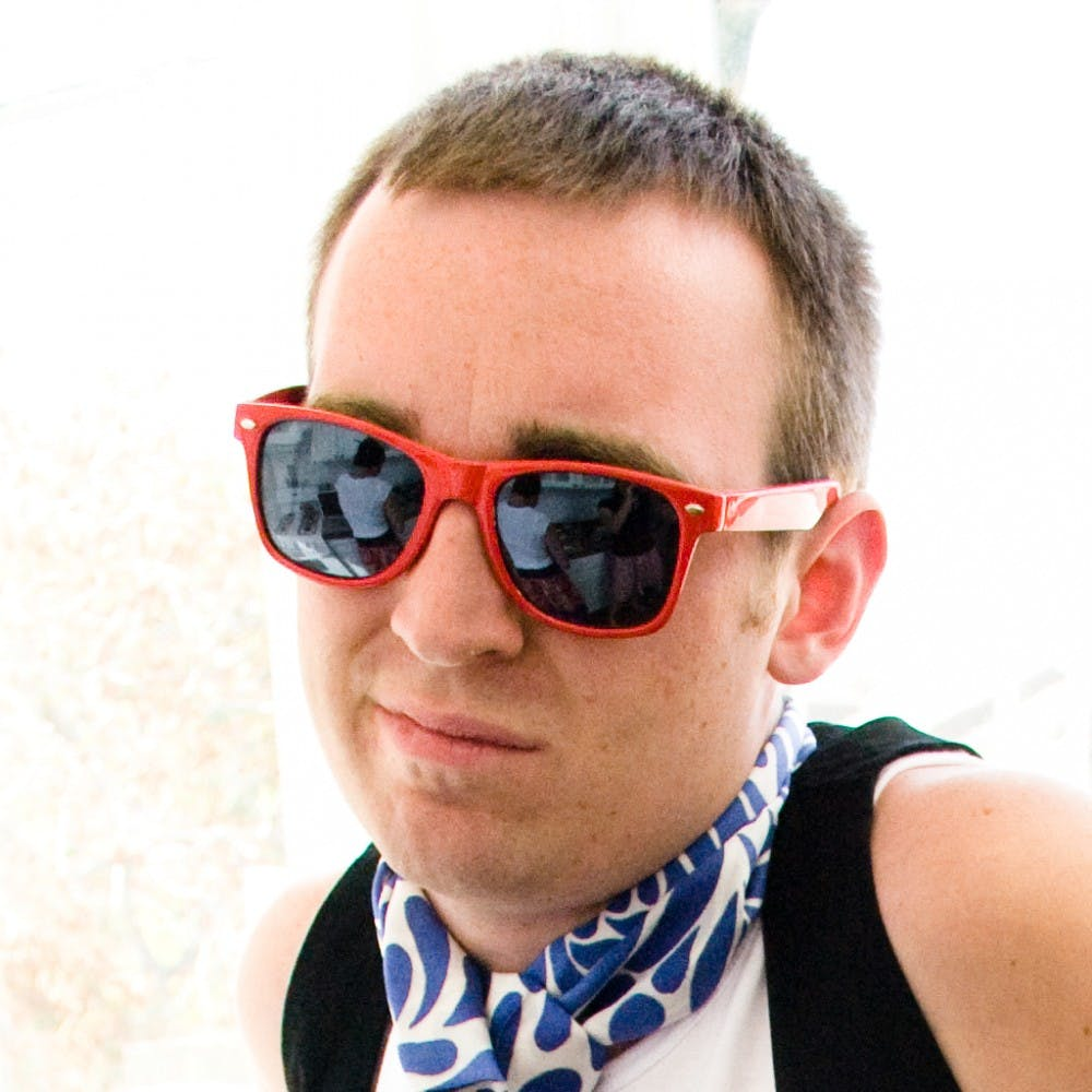 man_wearing_red_sunglasses