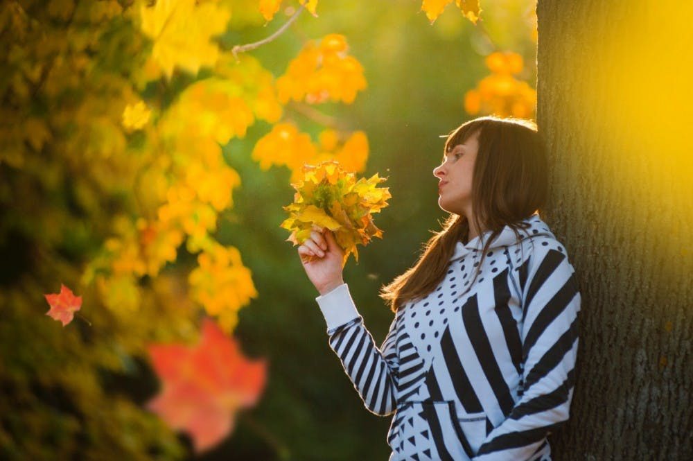autumn_autumn_leaves_beautiful_color_fall_girl_leaves_outdoors-1488783