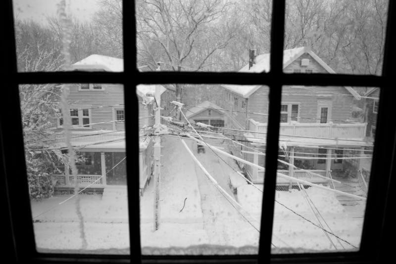 5 Cliché Windows For Your Amateur Photoshoot of Impromptu Snowstorm