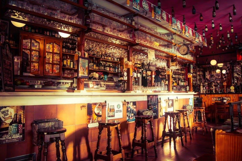 bar-2209813_1920