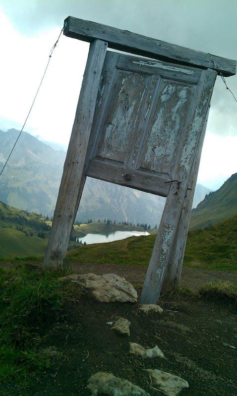 door-3623885_1920.jpg