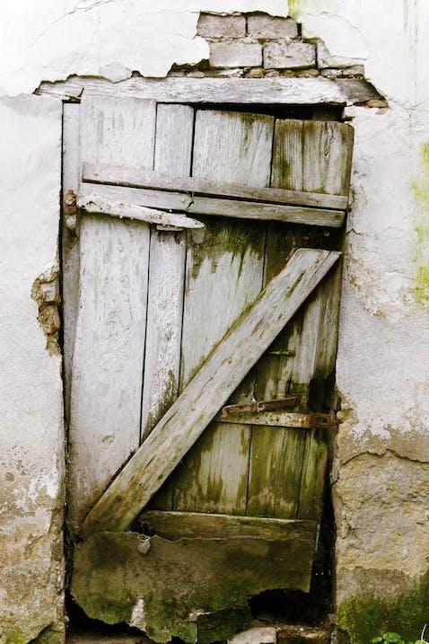 door-698228_1920.jpg