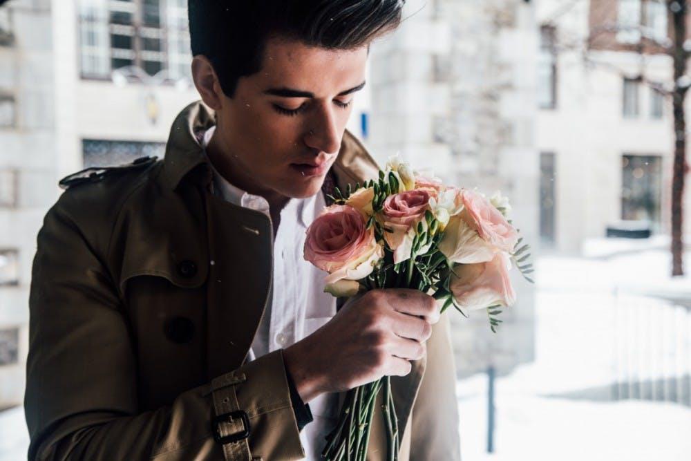 man_model_flowers_bouquet_of_flowers_romantic_love_date_male-551761