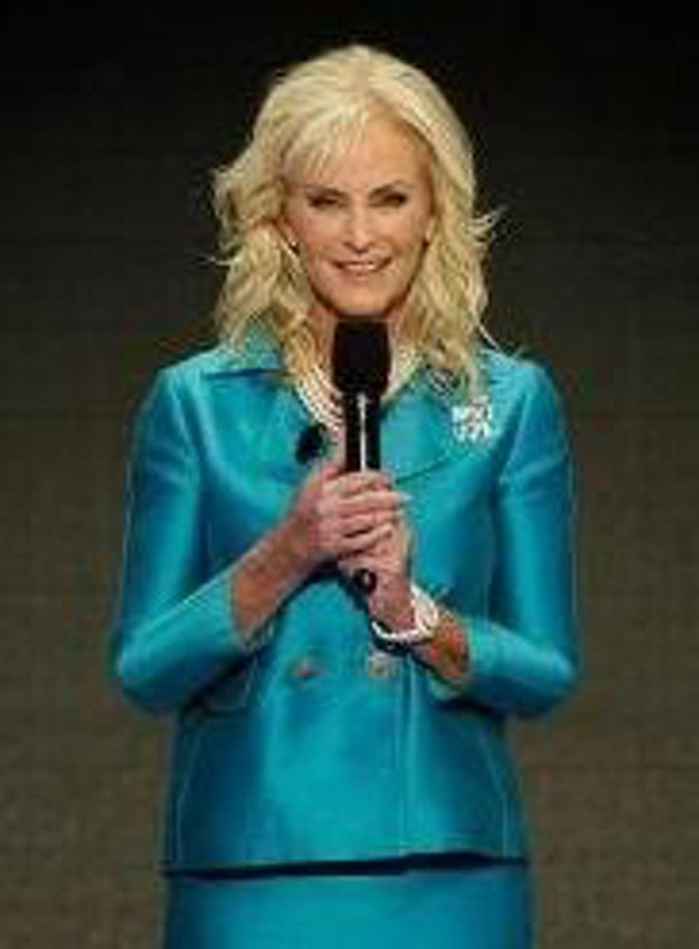 800px-cindy_mccain_speaks_at_rnc_2008