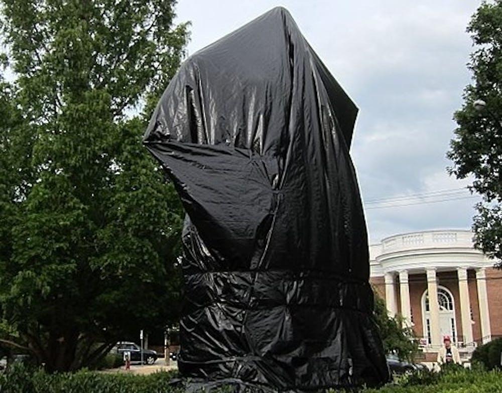 524px-robert-edward-lee-sculpture-covered-in-tarp