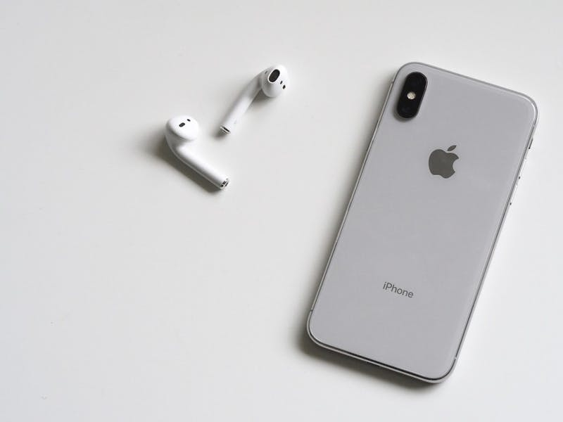 'Broke' College Sophomore Gives iPhone X Two Thumbs Up