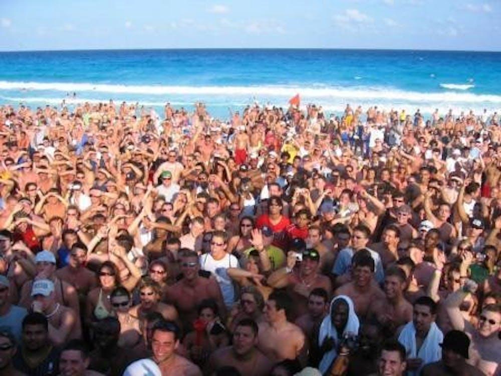 spring-break-crowd