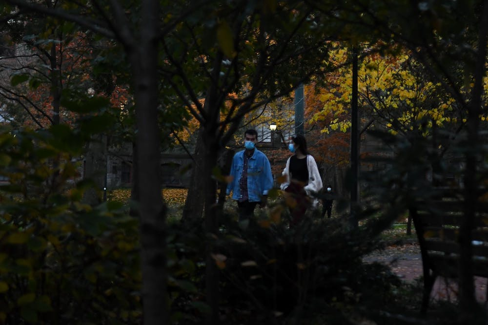 fall-leaves-coronavirus-covid-19-campus-people-with-masks-foilage