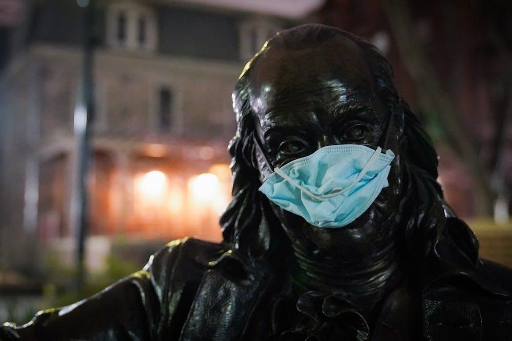 benjamin-franklin-statue-coronavirus-mask-001