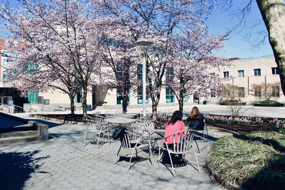 annenberg-plaza-spring-campus