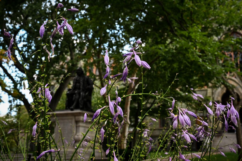 spring-campus-flowers-benjamin-ben-franklin-statue-college-hall-college-green