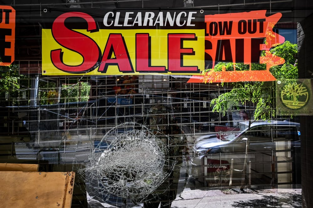 06-01-20-looted-shoe-store-40th-st-002