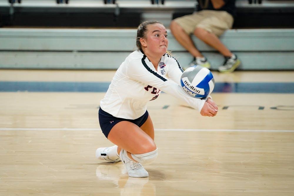 09-04-21-volleyball-vs-canisius-caroline-douglas-chase-sutton