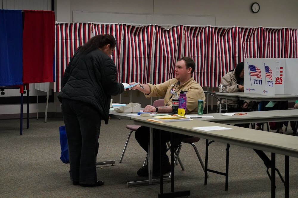 new-hampshire-voting-booth-elections-poll-workers-001