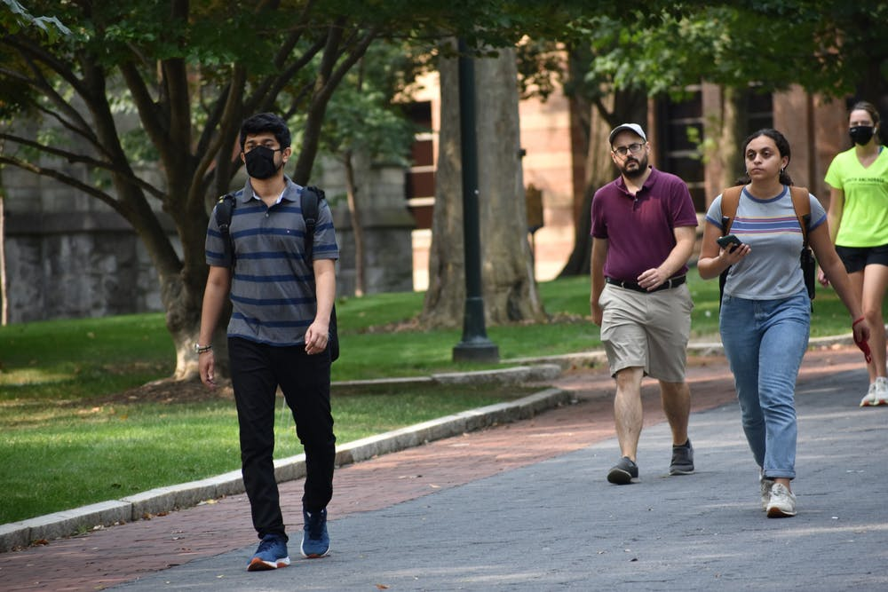 09-14-21-locust-walk-students-mask-no-mask-covid-samantha-turner