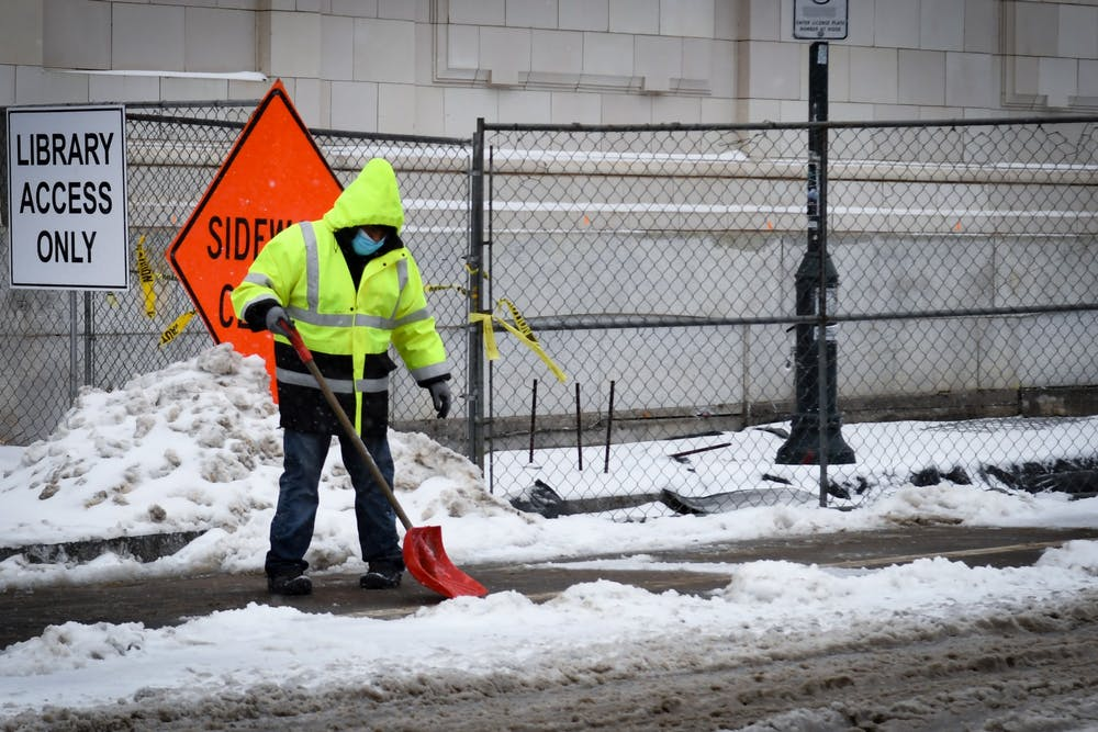 02-01-21-snow-day-penn-campus-locust-guard-shovel-sukhmani-kaur-002