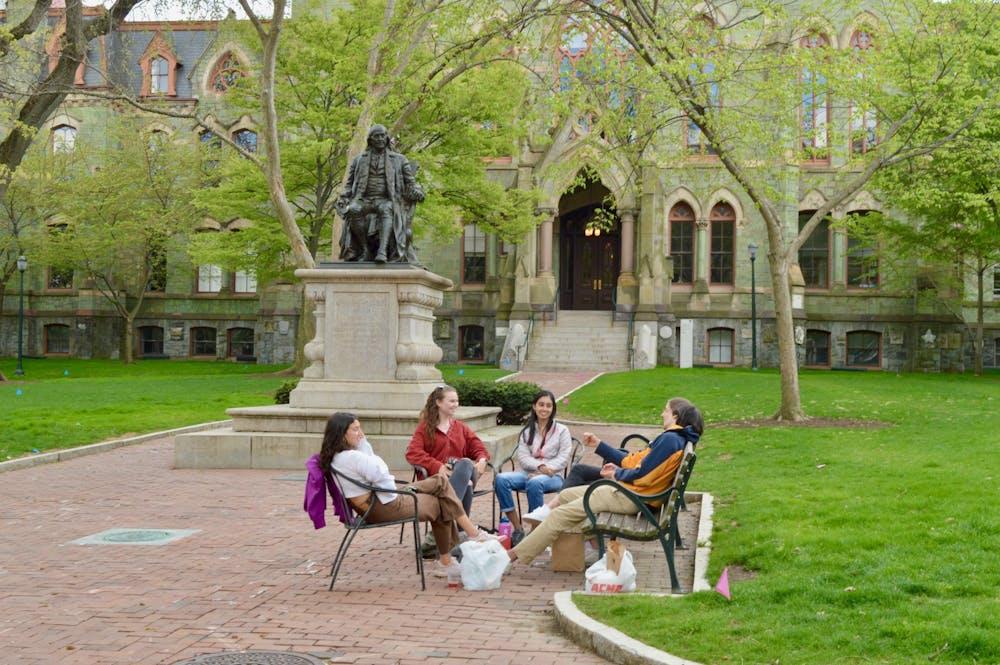 04-18-21-college-green-benjamin-franklin-statue-friends-sitting-acme-smiling-college-hall-maya-pratt