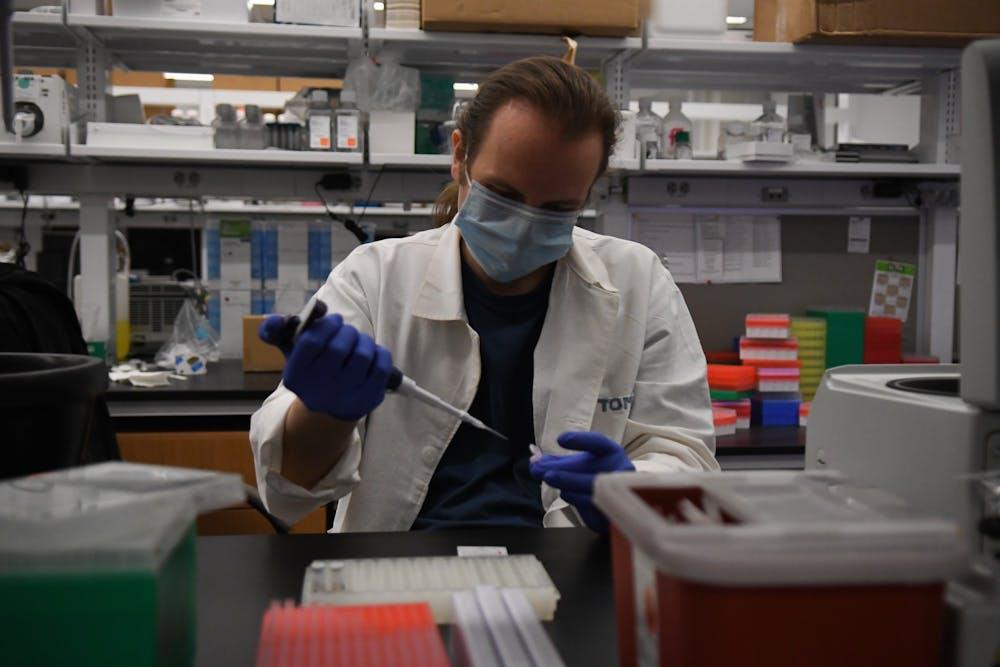 weissman-laboratory-penn-medicine-research-crispr-team-project-leader-pipette-candid