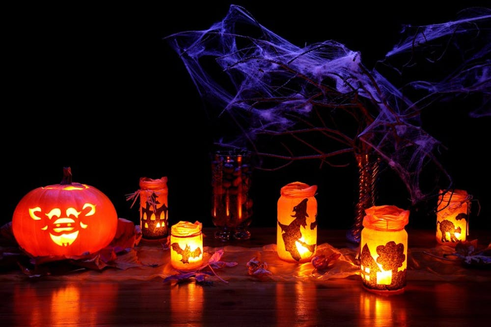halloween-lanterns-and-pumpkin-with-spider-webs-800-1